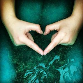 Glitter spa love #glitter #water #heart #seagreen #sarahlaurel by Sarah Laurel - Instagram & Mobile Instagram