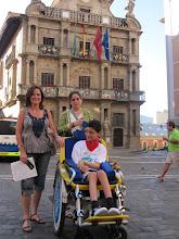 Photo: Ante el ayuntamiento de Pamplona