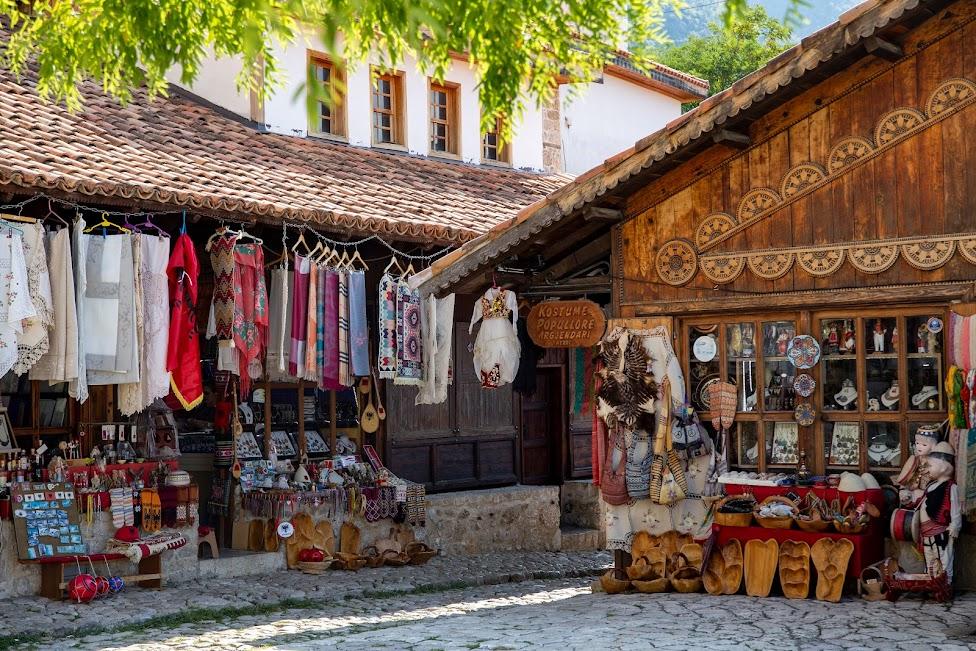 Kruja, bazar, Pazari i Derexhikut