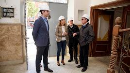 El alcalde, la concejal de Fomento, representantes de la empresa y técnicos municipales en la visita