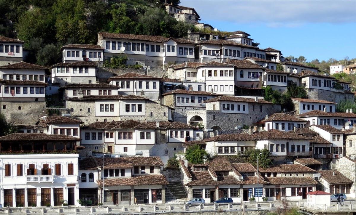 Berati, a cidade das mil janelas