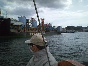 Photo: 上に乗っていたのは以前ポパイの隣にいた「龍神 1」。 SGM軽量土船という作業船だそうで、 今ポパイの隣にいるのは改良型の「龍神 Ⅱ」。