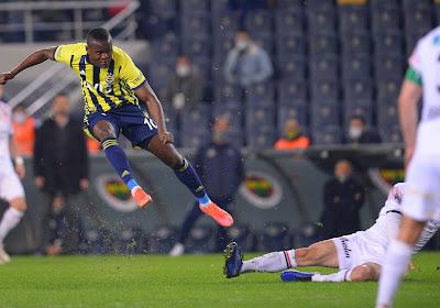 Samatta en Fenerbahçe zetten Besiktas onder druk