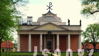 Photo: Stadtkirche Ludwigslust Im Jahre 1770 wurde die Schlosskirche eingeweiht. Anschließend wurde mit dem Bau des Schlosses begonnen.  http://www.beepworld.de/members5/jennus/staatssicherheit.htm