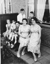 Photo: Neeltje den Breejen en Adrie vd Herik met de kinderen