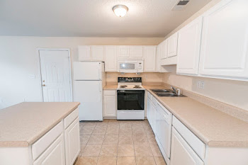 2x2 kitchen 985 sq ft