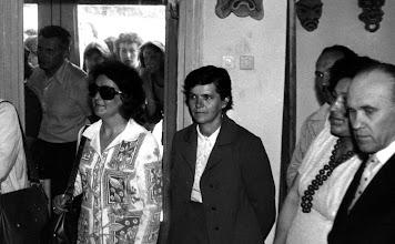 Photo: czerwiec 1976 r. wystawa końcoworoczna , Krystyna Wyrwa, Eugeniusz Molski, Bibianna Wyrwa, Konstanty Sieliepin