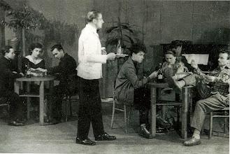 Photo: Na koncerty estradowe w DK Kwidzyn składały sie również scenki kabaretowe. Oto jedna z nich.