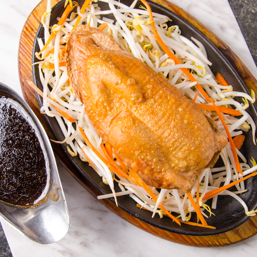 Crispy Veggie Chicken With Black Pepper Sauce on Iron Plate