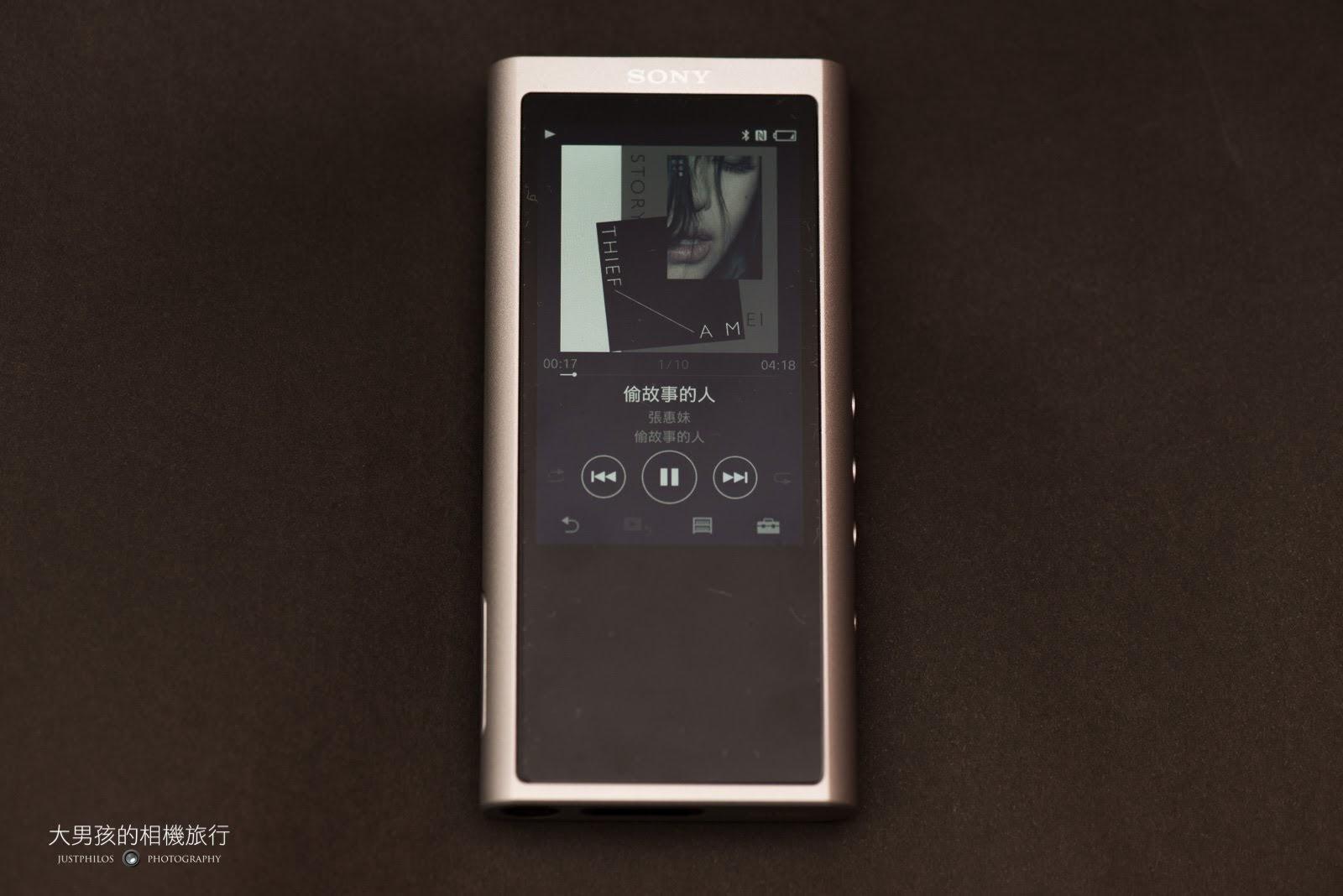 Sony NW-ZX300的歌曲播放介面資訊直覺完整。
