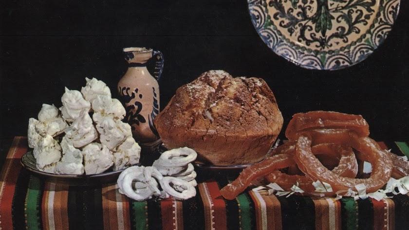 La repostería tradicional: soplillos, roscos de anís, pan de bizcocho y calabaza confitada.
