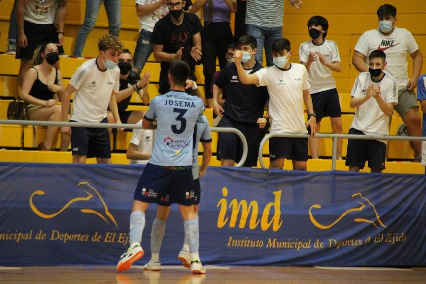 Josema celebrando uno de los goles.