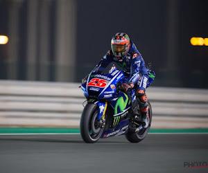 🎥  Spectaculaire beelden tijdens MotoGP: Spanjaard moet van motor springen omdat de remmen niet meer werkten