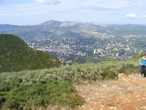 Photo: And on the descent, the town of Cassis  begins to spread out in front of us.