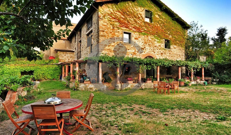 Corps de ferme avec jardin et piscine Fiesole