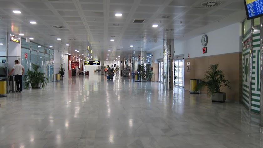 Interior de la terminal de pasajeros del aeropuerto de Almería