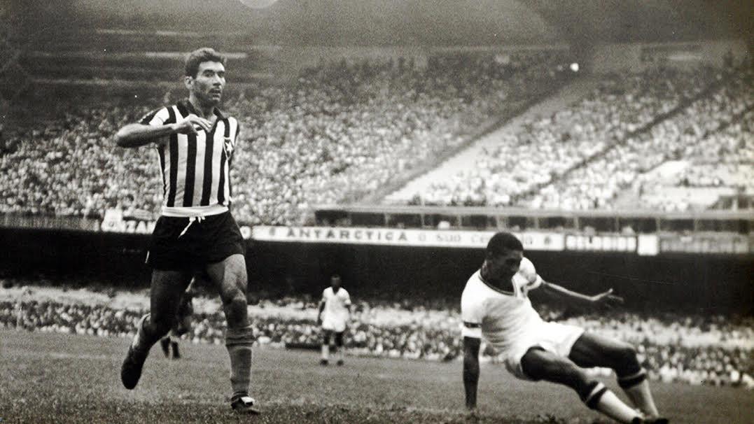 Nilton Santos fez o primeiro de seus muitos jogos pelo alvinegro carioca no  dia 21 de março de 1948 contra o América Mineiro. 4fb462cb8d80d