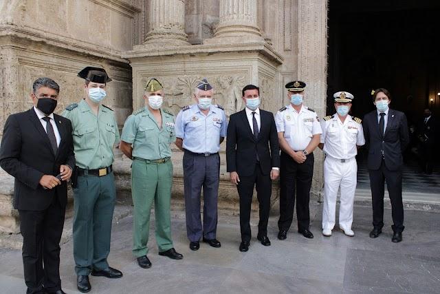 Representantes de Guardia Civil, Legión, Defensa, Policía Nacional y Comandancia Naval, el presidente de la Diputación y concejal y diputado de Cs.