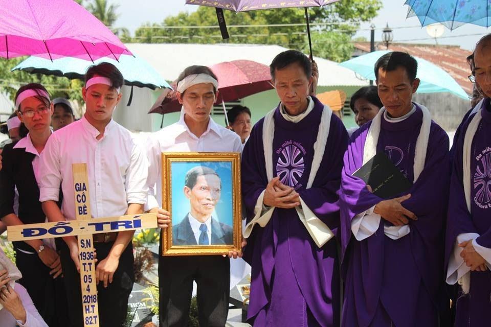 Lễ an táng ông cố Giacobe Đỗ Trí có đến 3 Đức Cha, hơn 300 linh mục - Ảnh minh hoạ 8