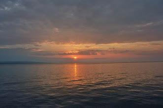 Photo: Coucher de soleil dans l'archipel de Komodo