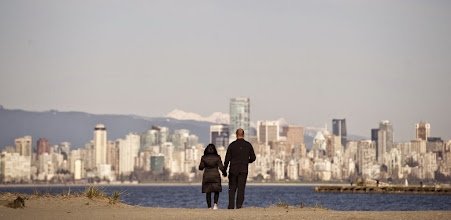 Photo: VANCOUVER, BC:MARCH 24, 2013 -- A couple takes in the views of the city from the beaches of Spanish Banks in Vancouver, BC,  March, 24, 2013. (Richard Lam/PNG) (For ) [PNG Merlin Archive]