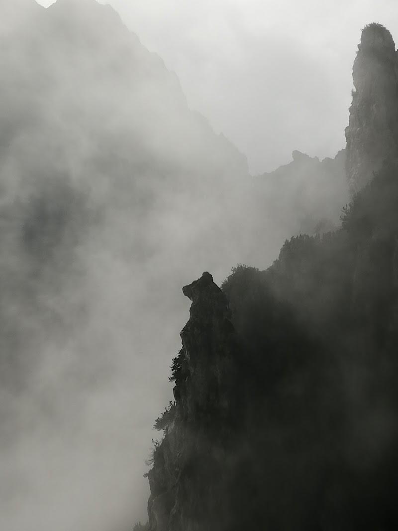 Solo nebbia e roccia di -Giada-