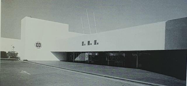 Un edificio de una estética austera en las formas y en los materiales (Foto: Carlos Pérez Siquier).