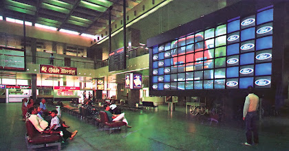 Photo: This 72 monitor display, based on Electrosonic's PICBLOC system, was installed in Johannesburg Airport in 1989. One of the first airports to use videowalls for advertising.