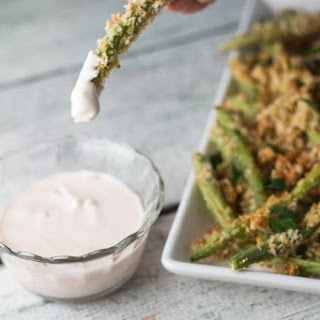 Oven Baked Green Beans with Sriracha Greek Yogurt Dipping Sauce
