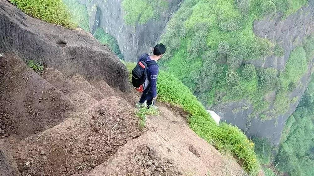 15-extreme-sports-destination-india-Kalavantin-Durg-Trek-Mumbai-image