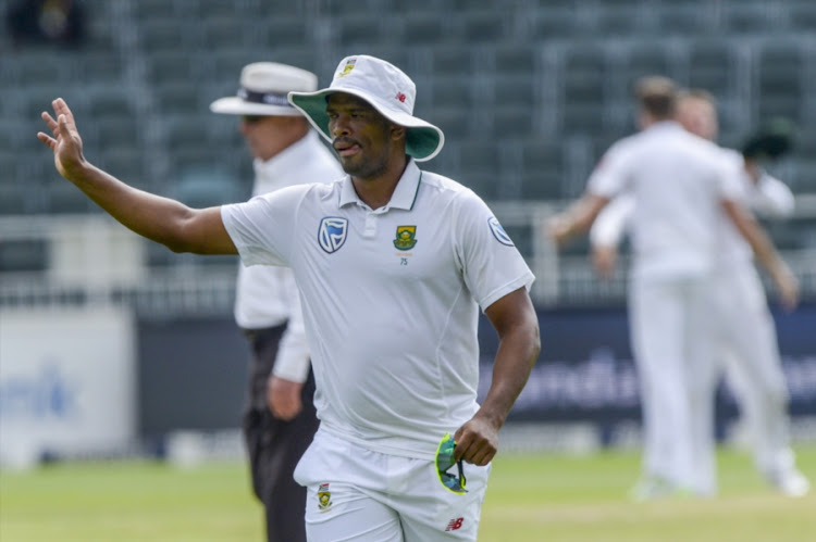Vernon Philander waves at spectators as they clap for him following a great over during day 5 of the 4th Sunfoil Test match between South Africa and Australia at Bidvest Wanderers Stadium. Picture: SYDNEY SESHIBEDI/GALLO IMAGES
