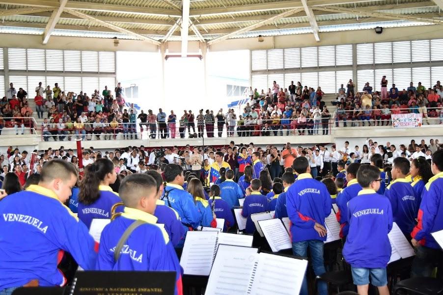 En la Ciudad Olímpica de la capital guariqueña se reunieron la Orquesta Alma Llanera de San Juan de los Morros, los Niños Cantores del Estado Guárico y la Sinfónica Regional Infantil para celebrar el encuentro con los 207 integrantes de la Sinfónica Nacional Infantil, selección 2015