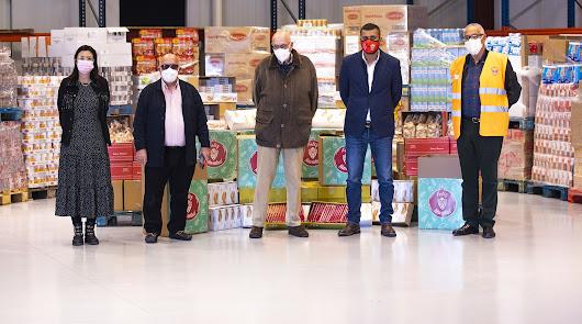 La UD Almería dona alimentos para ayudar a 700 familias en apuros económicos