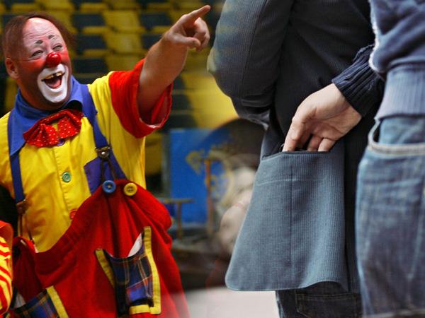 Клоуны и карманники на арене реновации