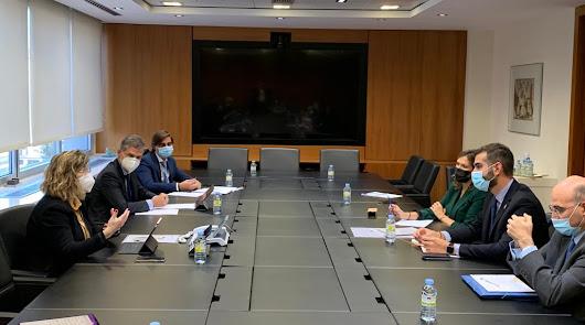 Reunión entre la presidenta de Adif y el alcalde de la capital
