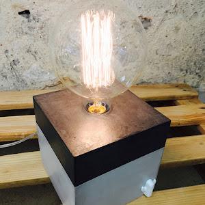 lampe en béton avec cactus en béton nouvelle collection chez junny la créatrice d'objets déco en béton fait-main