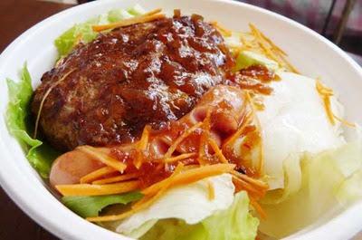 惣菜文香の和風サラダのような和風ロコモコ丼