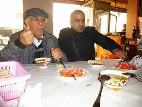 Photo: A peine arrivé au Maroc, direction les grillades à Bni Drar