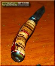 Photo: Opinel custom n°072 Sindora http://opinel-passions-bois.blogspot.fr/ Personnalisations en marquèterie de bois précieux, cornes, résines et aluminium du couteau pliant de poche de la célèbre marque Savoyarde Opinel.