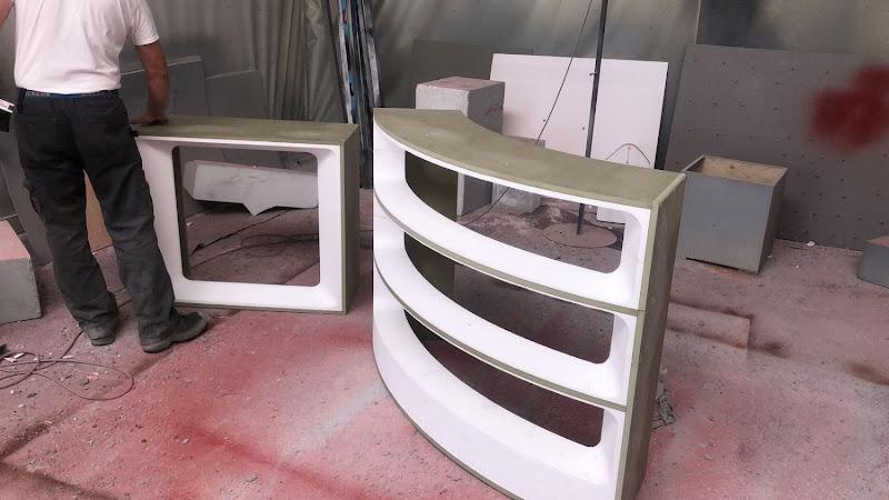 Touche pas à mon poste - 3D meubilair - gebogen tafel