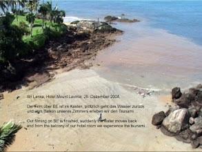 Photo: Tsunami 2004. Das Wasser geht zurück. / The water moves back. Video image: S. Hartmeyer.
