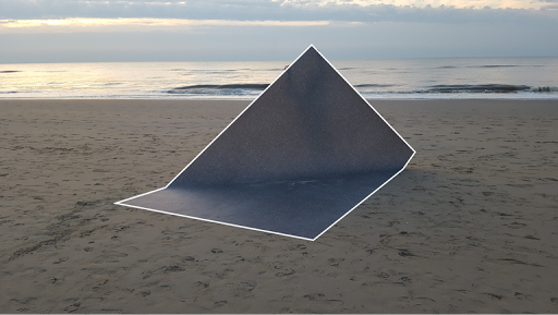 Emma van Noort, Object on the Beach, performance, zeil 400 x 300 cm, 2016