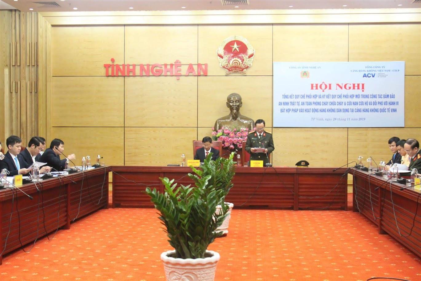 Đồng chí Đại tá Lê Xuân Hoài, Phó giám đốc Công an tỉnh phát biểu tại buổi lễ