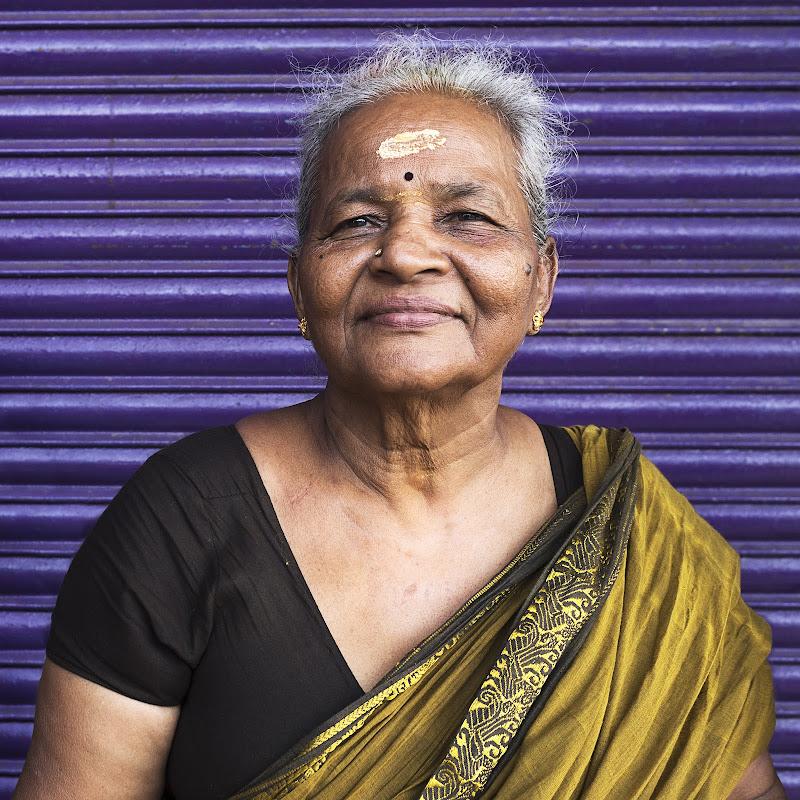 Holy Hindu Granny di gin