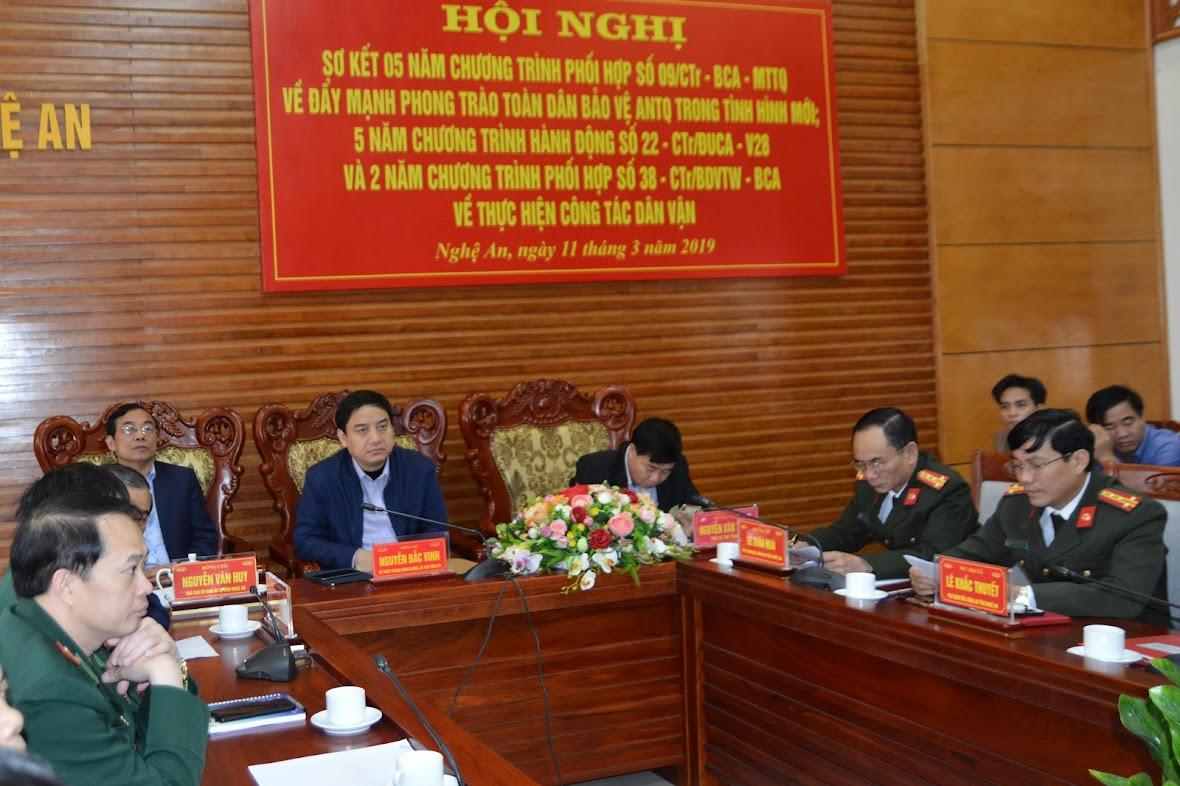 Các đồng chí lãnh đạo tỉnh và Công an tỉnh tham dự Hội nghị