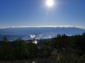 八ヶ岳(下で光っているのは太陽電池パネル)