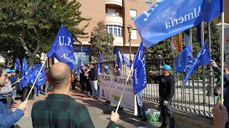 Sindicato UPLBA manifestándose a las puertas de Alcaldía