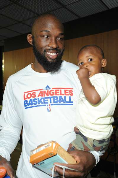 Photo: LOS ANGELES, CA - MAY 19: Evans arrives with his son R.J. before taking on the San Antonio Spurs in Game Three.