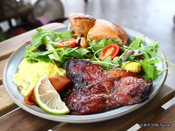 台南早午餐/70年老房子建築/開店不到1小時就客滿/嚴選食材吃得安心/超級佛心價物超所值