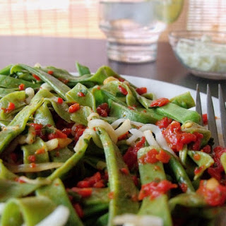 Spinach Pasta with Roasted Red Pepper Sauce